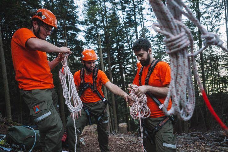 Arbeiten in steilen Hängen – Einsatz im Schutzwald